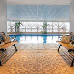 vue-sur-la-piscine-interieur